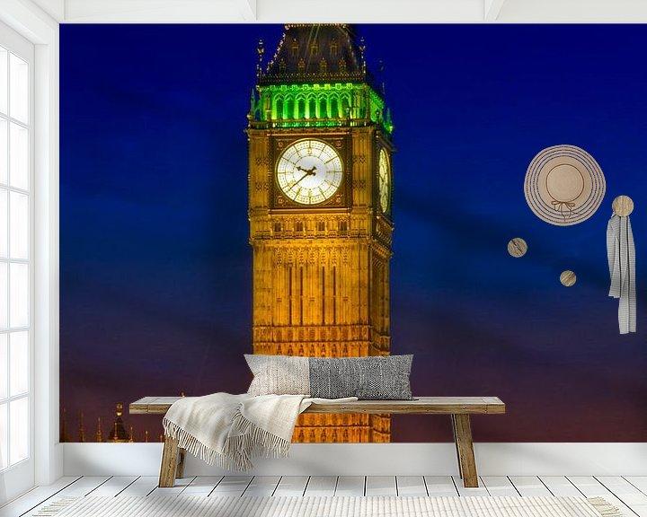 Sfeerimpressie behang: Big Ben by Night van Melanie Viola