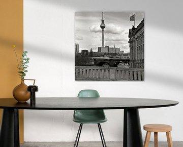 Bode-Museum mit Blick auf Berliner Fernsehturm van Silva Wischeropp