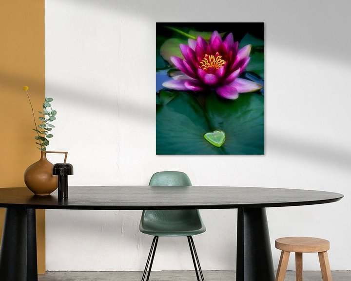 Impression: Waterlily with heart shaped drop sur Anouschka Hendriks