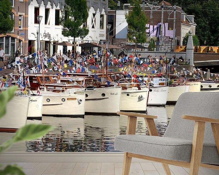 Sfeerimpressie behang: Een rij bakdekkruisers in de haven van Amersfoort. van Cees Laarman