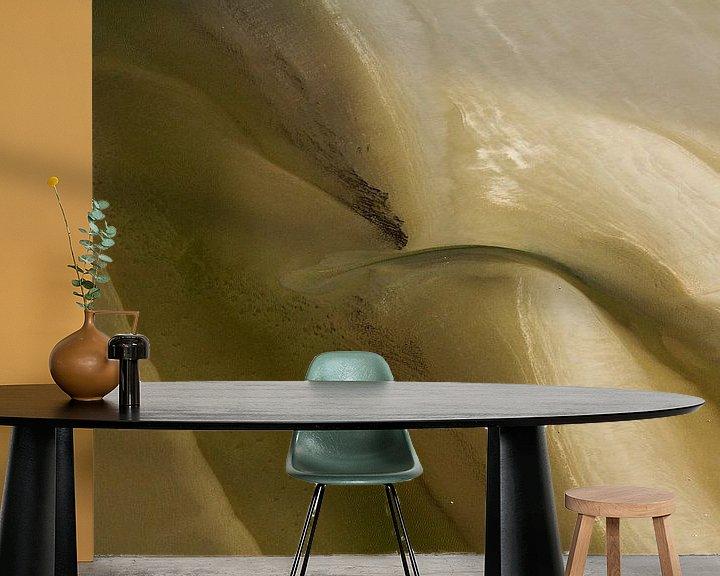 Sfeerimpressie behang: Mysterieus Wad (4) van Meindert van Dijk