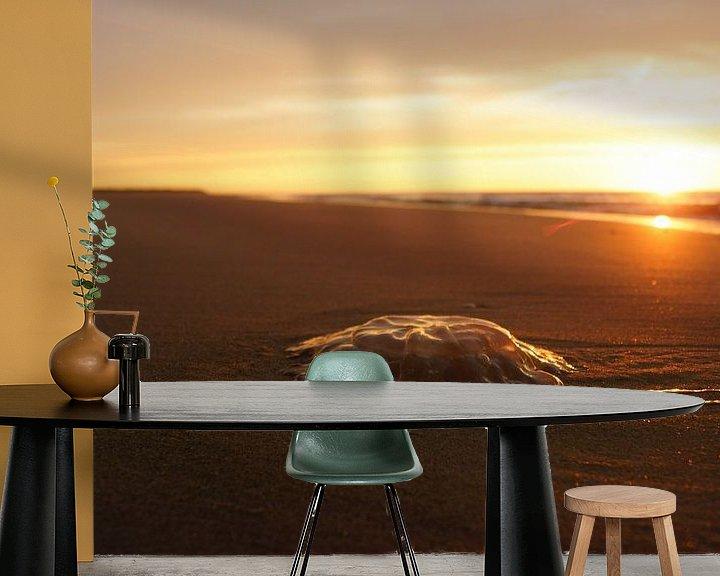 Sfeerimpressie behang: Kwal op het strand van Michel van Kooten