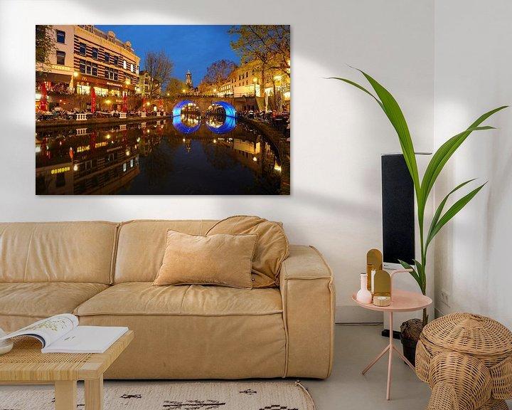 Sfeerimpressie: Oudegracht in Utrecht met Bakkerbrug en Domtoren van Donker Utrecht