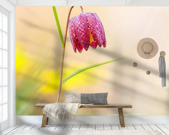 Sfeerimpressie behang: kievitsbloem van Pim Leijen