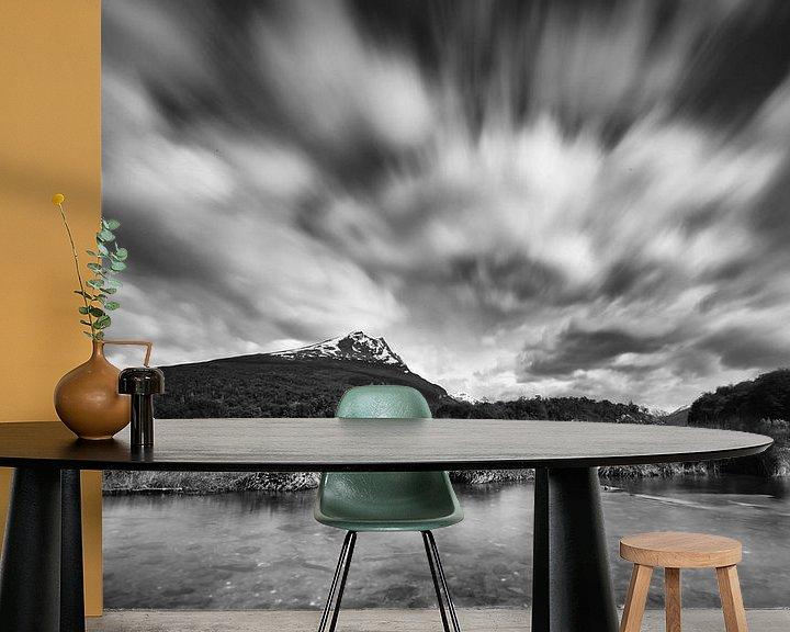Sfeerimpressie behang: Lago del Roca in zwart wit van Ellen van Drunen