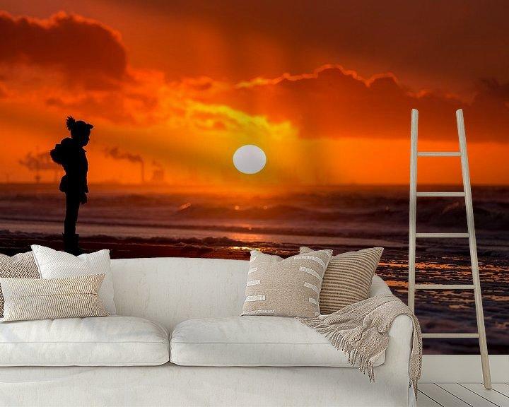 Sfeerimpressie behang: Zonsondergang op Zuiderstrand Den Haag van Rob Kints