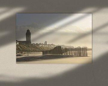 Strand met Oude kerk (Andreaskerk) en vuurtoren te Katwijk aan zee von O uwehand