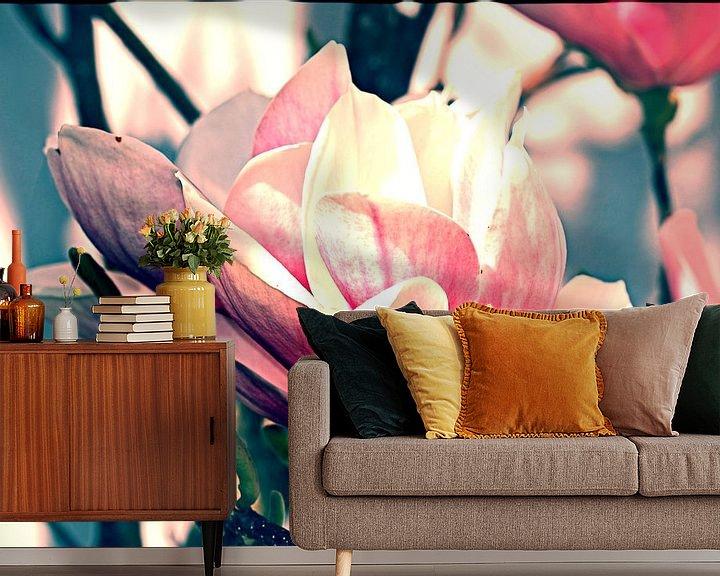 Sfeerimpressie behang: Magnolia bloesem van Roswitha Lorz