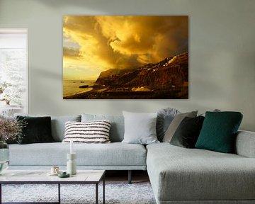 Gelbe Wolken über Cabo Girao in Madeira von Michel van Kooten