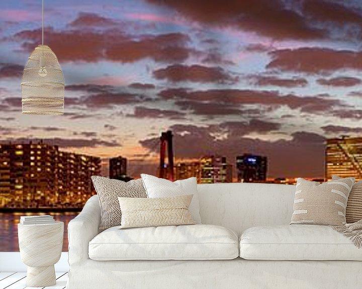 Sfeerimpressie behang: Mooie wolken lucht boven Rotterdam panorama van Anton de Zeeuw