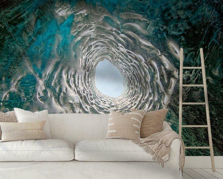 Sfeerimpressie behang: IJsgrot in een gletsjer van Anton de Zeeuw