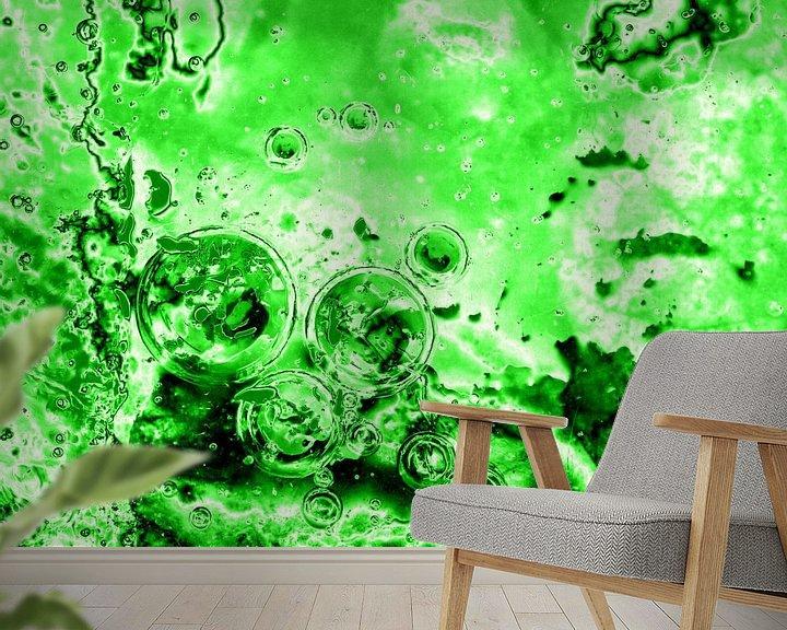 Sfeerimpressie behang: Bubbles Up Green van Jon Houkes