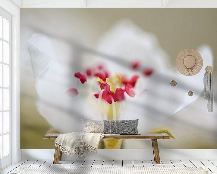 Sfeerimpressie behang: Perenbloesem van Barbara Brolsma