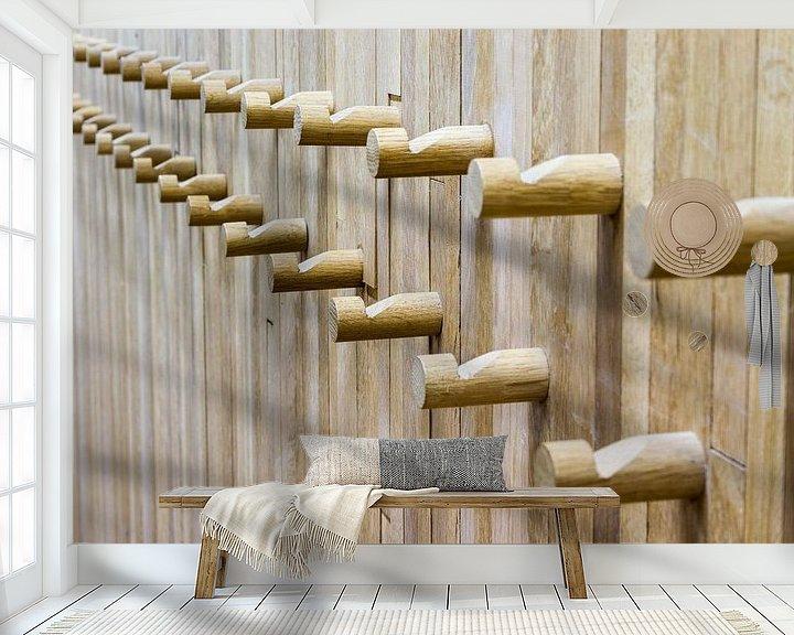 Sfeerimpressie behang: Houten kapstok van Marcel Derweduwen