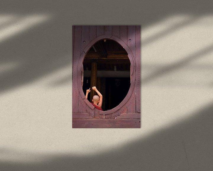 Sfeerimpressie: Jonge monnik in ovaal venster (gezien bij vtwonen) van Carolien van den Brink