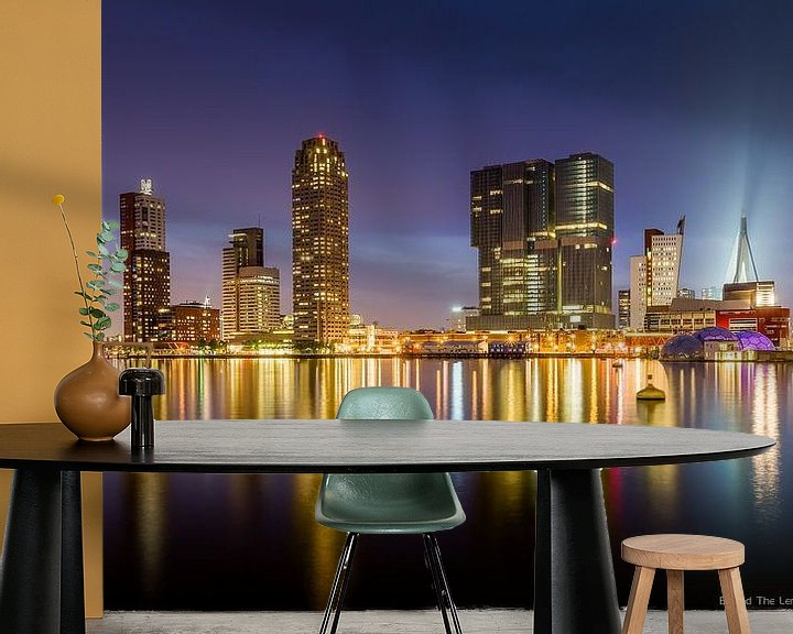 Sfeerimpressie behang: Rotterdam Skyline van Michiel Buijse