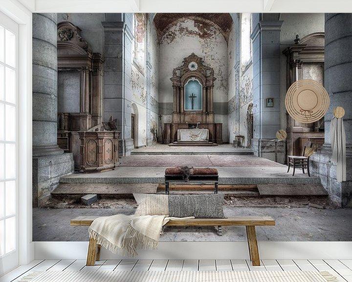 Beispiel fototapete: Verlassener Kirchenaltar. von Roman Robroek