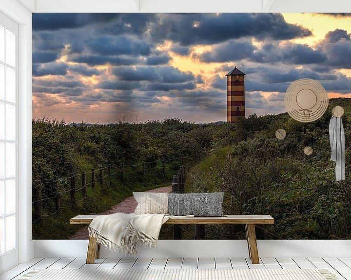 Sfeerimpressie behang: Vuurtorentje Dishoek onder kleurrijk wolkendek van R Smallenbroek
