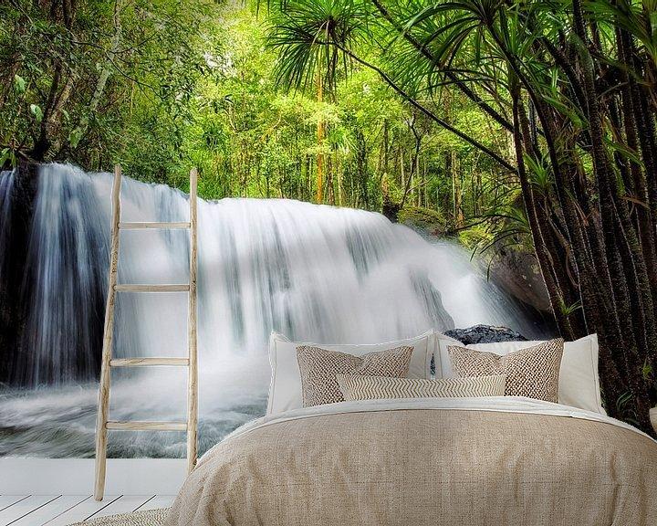 Sfeerimpressie behang: Tropische Waterval van Giovanni della Primavera