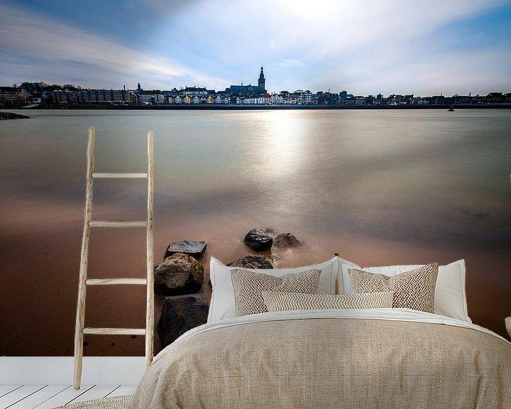 Sfeerimpressie behang: Gezicht op Nijmegen vanaf Lent van Maerten Prins